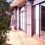 カフェ トピナンブール - 客席の窓の外は縁側