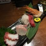 立呑み 魚椿 - お造り3種盛り (5種やけど)