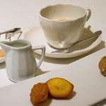 アルジャーノン - 食後のコーヒーと小菓子