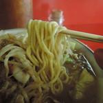 Kyuushuuramemmutsugorou - 平打ち気味な中麺ストレート麺、標準でヤワい