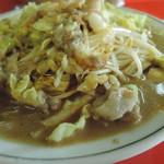 Kyuushuuramemmutsugorou - 痛烈に響くコショウの香辛。濃厚豚骨スープと炒め野菜のフュージョン