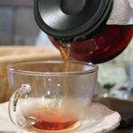 NAYA - セットの紅茶。2010年12月撮影。