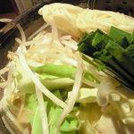 敬 - 料理写真:ピリ辛もつ鍋