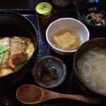 和食堂 穰(ゆたか) - かつ丼軽め 840円