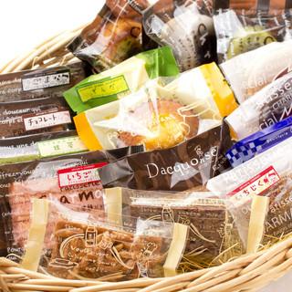 約60種類の種類豊富な焼き菓子達