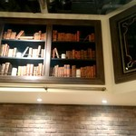 タミルズ オオテマチ - 店内の本棚