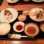 いとはん三日月 - 天ぷらさしみ定食
