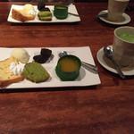 62160792 - デザート5種と抹茶ラテ。アイスかホットか選べます。
