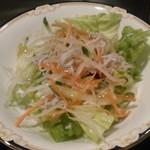 車屋 - [料理] 旬野菜とシラスのサラダ