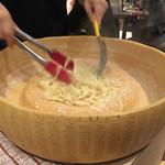 伊樽飯酒場バルバル - チーズパスタ1,380円