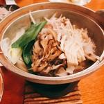 雲峰荘 - ワイン豚の鍋:豚に白ワインを与えることで健康な豚が育ち、灰汁も出にくいとか。