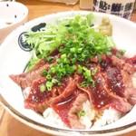 御園天丼 下の一色 - 鯨レアステーキ丼