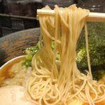 麺屋 武一  - 麺は細くコシのある麺で、キレのある煮干しスープともマッチ!