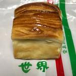 世界パン - 料理写真:うぬぼれデニッシュ110円(税込)