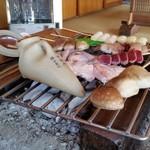 鎌田鳥山 - お酒も炭火の上で燗します