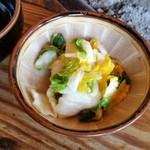 鎌田鳥山 - セットに含まれる「白菜のお新香」