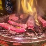炭火焼肉 仁 - ミスジ・カルビ・とうがらし・ざぶとん・さんかくを豪快に焼いていきます!