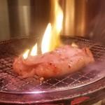 炭火焼肉 仁 - プルッとした食感で味のある「八王子ホルモン (580円)」