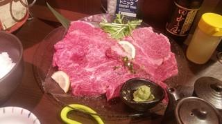 炭火焼肉 仁 - サシとピンクの色合いがキレイな「極上盛り (6800円)」