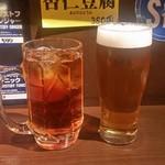 炭火焼肉 仁 - 「サッポロ生ビール 中 (650円)」「ウーロン茶 (300円)」