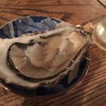 のんびり酒場ニコル - お通しが生牡蠣