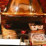大胡椒 - 暖炉のような正面のグリルで炭火を準備し七輪で目の前で焼いてくれる今まで見た事のないスタイルでかなりテンション上がりまくり↗