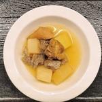 旬彩ごはん あさひや - 鶏と大根とちぎり蒟蒻の煮物