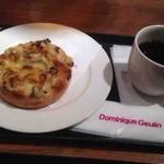 ドミニック・ジュラン - きのこのフォカッチャカレーソース、コーヒー