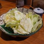 博多串焼き 八乃助 - サービスのキャベツ