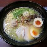 麺屋壱の介 - 【味玉入り 濃厚鶏白湯らーめん】¥900