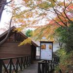 レストラン ラ・フォンテーヌ - 森の中のロッジ風