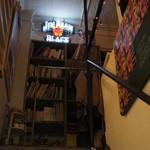 エディターズ カフェ - 階段を上がって2階へ