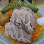 寺田家 - 料理写真:赤ネギラーメン中盛りに、チャーシュー、煮玉子。
