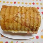 焼きたてパン ホワイト・ベル  - 料理写真:いちごミルクのラウンド食パン ハーフ ¥250-