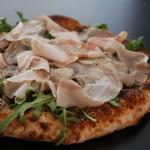 Via Lucca イタリアン&クラフトビール - イベリコ豚のばら肉のトリフ風味のピッツァ