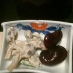 とん亭 - 小鉢の豆とキノコのマヨネーズ和え