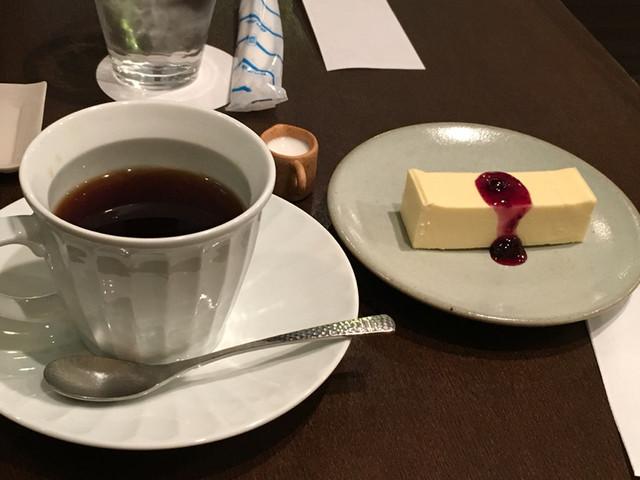 江田珈琲店 - グアテマラとチーズケーキで900円