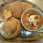 うめわかカフェ - パンの日特別ランチなのでパンが多くてカップスープです