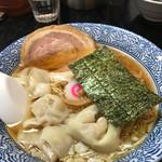 ○決 - ワンタン麺700円