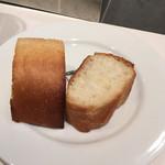グッドモーニングカフェ - 本当、サービスって感じのちっちゃいパンです('17/02/05)
