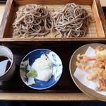 山形蕎麦 やま久 - 料理写真:げそ天ざる(大盛り)