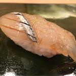 62196931 - 細魚、かんぬき。塩にてかるく脱水し、凝縮した旨味。プリッとした歯ごたえとともに少し熟れた表面の弾力と旨味の余韻が広がる。美味しい!