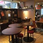 Via Lucca イタリアン&クラフトビール - ハイテーブル、ローテーブル、カウンターあります。