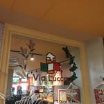 Via Lucca イタリアン&クラフトビール - 入って正面の大きな鏡