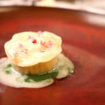 マダム・トキ - 佐島産赤座海老とフォアグラのラヴィオリ グレープフルーツとソーテルヌのソースで