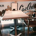 ゴルチャ Golden child cafe - ▲入り口左手のテーブル席