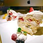 ゴールデンチャイルドカフェ - ▲手前ゴルチャショートケーキ