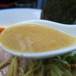 62204087 - 濃厚な鶏白湯スープは鶏エキスがしっかり抽出されていて奥深い味わい