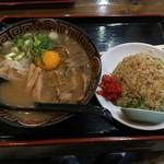徳島らーめん ひろ家 - ミニやきめしセット肉入り+生卵(960円)