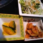 焼肉 腰塚 - レディースランチの小鉢、サラダ、キムチ